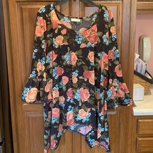 New w/o Tags! Floral top with flared sleeves Sz-2x